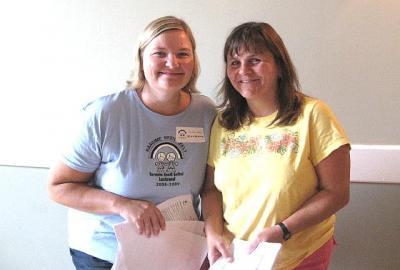 Selle aasta lasteaia juhatajad:  koolijuhataja Katriina Bellerive ja juhatuse esinaine Liisa Neges. - pics/2008/09/20974_5_t.jpg