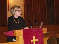 Erika Kivik kõnelemas TEBK-s. Foto: Marika Wilbiks   - pics/2008/10/21172_1_t.jpg