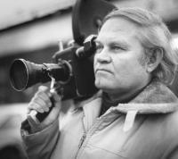 Edgar Väär oma lahutamatu kaameraga.  Foto: erakogust     - pics/2008/10/21346_2_t.jpg
