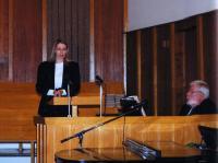 Tänavused noortetöö juhid Krista Paivel (vas.) ja Elli Kipper oma tegevusest    rääkimas.    Foto: I. Lillevars         - pics/2008/10/21420_2_t.jpg