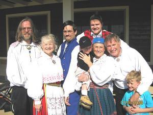 Pillerkaar participants: from left: Jyri Erik Kork, Anu Oinas, Mauno Kork, Laila Oinas with son Hagan, Talvar Tari (back row), and Priit Vesilind with grandson August. Photo: Pillerkaar  - pics/2008/11/21521_1_t.jpg