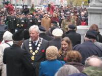Remembrance Day tähistamine Toronto vana raekoja juures. Esiplaanil linnapea David Miller. Foto: Ülo Isberg   - pics/2008/11/21694_1_t.jpg