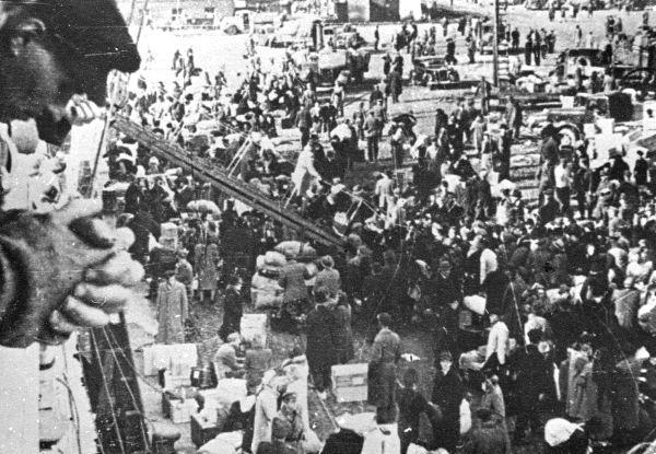 13 Tallinna sadam Sept 20 1944 Eestlased põgenevad Saksamaale venelaste eest.jpg - pics/2008/11/21866_15.jpg