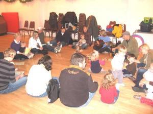 TES Lasteaia mudilaste klass muusikatunnis 29. novembril 2008. Mudilaste klassis osalevad kõige väiksemad lapsed koos lastevanematega.  Foto:  Martin Kiik - pics/2008/12/21950_1_t.jpg