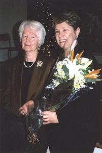 Lilled Roosile koori poolt andis pr. Aino Laanes. Foto: P.R. - pics/2008/12/21965_2_t.jpg
