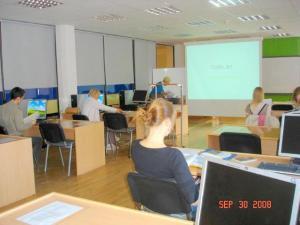 TOEFL ja GRE testid kestavad 4‹5 tundi. Nende juurde käivad ranged nõudmised nii ruumi kui ka tehnilise baasi osas, mille täitmist võimaldas  EAFi toetus. - pics/2008/12/22051_1_t.jpg