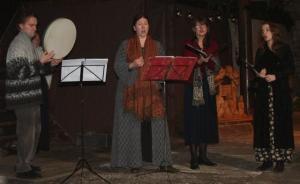 Vanamuusika ansambel Rondellus. Vasakult ansambli asutajaliikmed Robert ja Maria Staak. - pics/2008/12/22062_17_t.jpg