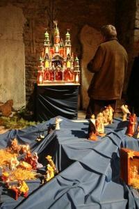 Üks külastaja seisis mõnd aega iga sõime ees palvehelmed käes ja palvetas. - pics/2008/12/22062_21_t.jpg
