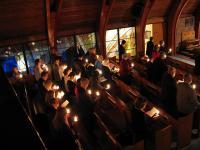 Küünlavalgel toimunud jumalateenistus Peetri kirikus.  Foto: T. Roiser         - pics/2008/12/22166_1_t.jpg