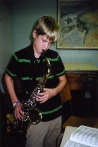 "Kenni Dobson esitas saksofonil ""Jolly Old St. Nick""     - pics/2008/12/22182_4_t.jpg"