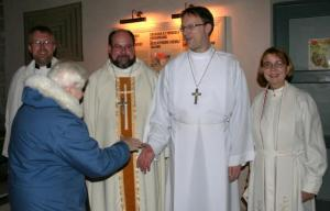 Greeting churchgoes following the service are (from the left) Patrik Göransson, rector of the host Svenska S:t Mikaels parish as well as subdean (abipraost) of the Tallinn deanery; Gustav Piir, rector of the Tallinn Holy Spirit (Püha Vaimu) parish and priest-in-charge of the English St. Timothy and St. Titus congregation operating in the same church; Matthias Burghardt, rector of Nõmme Redeemer German parish and Hannele Repo, rector of St. Peter's Finnish parish. Photo: Riina Kindlam - pics/2008/12/22271_1_t.jpg