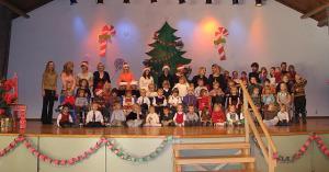 TES Lasteaia jõulupuul esinesid kõik lasteaia lapsed laval lauludega. Foto: M. Kiik  - pics/2008/12/22295_1_t.jpg