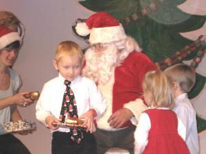 Christopher Tensuda jõuluvana külastamas. Foto: M. Kiik - pics/2008/12/22295_4_t.jpg