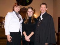 Jõulukontserdi solistid  Kristina Agur (sopran),  pianist Kara Lis Coverdale  ning õpetaja Hannes Aasa. - pics/2009/01/22500_2_t.jpg