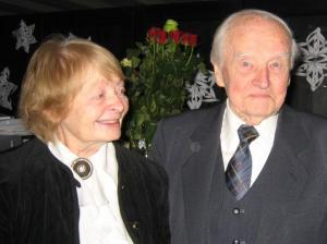 Graafik Evi Tihemets ja tema abikaasa etnoloog Ants Viires viimase juubelil detsembris. Foto: Hille Viires - pics/2009/01/22667_1_t.jpg