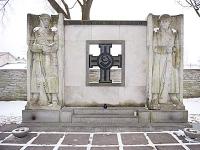 Mälestusmärk vabadussõjas langenutele sõjaväe kalmistul. (Foto: Postimees/Scanpix)     - pics/2009/02/22927_1.jpg