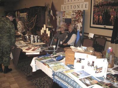 Eesti ja Läti väljapanekute lauad asusid kõrvuti - pics/2009/03/23008_2_t.jpg