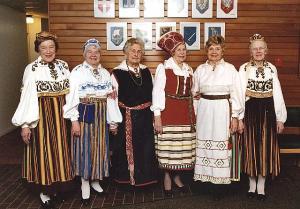 Eesti Kodu daame aktusel kauneis rahvarõivais. Vas.: A. Müllerbeck, E. Libe,  I. Arget, E. Rämmeld, L. Järvis, V. Parm. Foto: E. Libe - pics/2009/03/23018_2_t.jpg