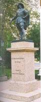 Tartu Ülikooli asutaja Gustav II Adolfi ausammas ülikooli peahoone ees.  Foto: raamatust     - pics/2009/03/23024_1_t.jpg