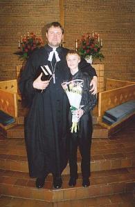 Noor viiuldaja Hains Tooming koos oma isa, õpetaja Ants Toomingaga pärast 22. märtsi jumalateenistust Toronto Peetri kirikus.  Foto: Paul Rabisson - pics/2009/03/23197_1_t.jpg