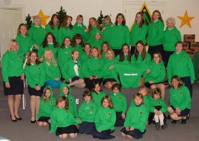 Gaidlipkonna Põhjala Tütred 60. aastapäeva peol osalenud oma uutes rohelistes särkides.    Foto: Peter Poolsaar - pics/2009/04/23297_1_t.jpg