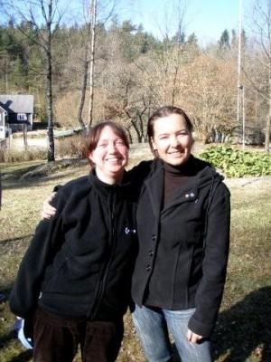 Rõõm kevadest ja koosolemisest! Meeri ja Jaane. - pics/2009/04/23472_24_t.jpg