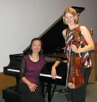 Vioolamängija Lembi Veskimets ja klaverisaatja Hyunsoon Whang. Maikuus saavad muusikahuvilised nautida nende esinemist Tartu College'is. Foto erakogust   - pics/2009/04/23478_1_t.jpg