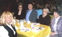 Tiina Lehesalu (ees), Heili Furniss, Mihkel Toome, Erna Sildva ja Linda Toome koosviibimisel. Foto: P.R.       - pics/2009/04/23484_2_t.jpg