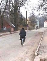 Pühapäevahommikul teel Antsla kirikusse.   Foto: Viido Polikarpus - pics/2009/05/23597_1_t.jpg