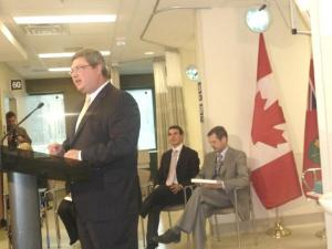 Ontario Health Minister David Caplan, Labour Minister Peter Fonseca, TEGH President Bob Devitt - pics/2009/05/23607_1_t.jpg