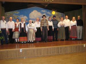 The Keerutajad receive applause. From left: Harry Talve, Guy Belanger, Silvi Belanger, (hidden Anne Lausmaa), Hedy Wister, Leida Nurmsoo, Laine Viitre, Küllike Kõvamees, Vello Püss, Helle Sepp, Enno Paat, Christina Vesik, Thomas Vesik, Eva Vabasalu and Raul Vabasalu.  Photo: Ilmar Rumberg  - pics/2009/05/23610_1_t.jpg