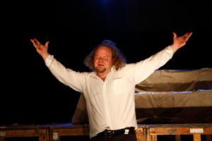 """Martin Alguse """"Janu"""" peaosatäitja Ago Anderson (Armin)  Endla teater  Foto: Werner Siebert   - pics/2009/05/23874_1_t.jpg"""