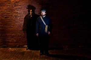 "Hetk ooperist ""The Shadow"". Vas. Scott Belluz ja Peter McGillivray. Foto:  Meghan Hall - pics/2009/05/23953_1_t.jpg"