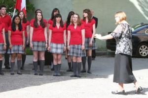 Eestis sirgunud ja muusikahariduse omandanud Siiri Rebane elab nüüd Vancouveris, kus muuseas juhatab St. Thomas Aquinase keskkooli koori, kes laulupeol esinevad. - pics/2009/07/24311_22_t.jpg