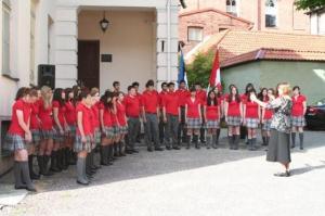 Suure aplausi teenisid mõistagi kanada noortest koosneva koori eesti keeles lauldud lood. - pics/2009/07/24311_23_t.jpg