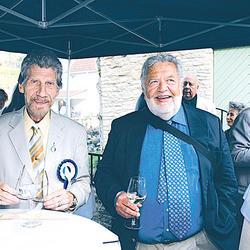 ÜEKN esimees Jaak Juhansoo ja Aupeakonsul Kanadas Laas Leivat - pics/2009/07/24430_1.jpg