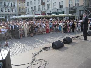 Kanada suursaadik Scott Heatherington tervitab ligi 600 rahvuskaaslast Kanada 142. sünnipäeva puhul. Eesreas EV President Toomas Hendrik Ilves ja  proua Evelin Ilves.   - pics/2009/07/24502_1_t.jpg