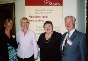 Vas.: Lia Kaljurand, Elva Palo, EKKT ase-president, Mai Vomm Järve, EKKT president, Walter Relvik. Foto: M. V. Järve - pics/2009/07/24503_1_t.jpg