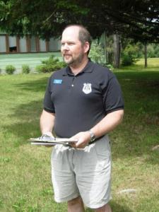 Jõekääru Suvekodu Seltsi abiesimees Toomas Kald  avatseremoonial.  Foto: Jaak Järve   - pics/2009/07/24515_2_t.jpg