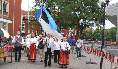 ESTO lipp ja Münsteri ESTO esitegijad. Lipuga Richo Zieminski - pics/2009/07/24539_175_t.jpg