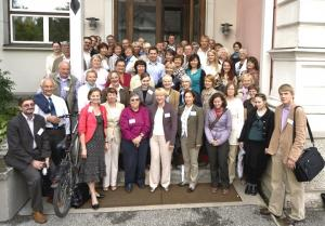 BaltHerNeti konverentsil osalenud Eesti Kirjandusmuuseumi ees. Foto: Alar Madisson - pics/2009/08/24768_1_t.jpg