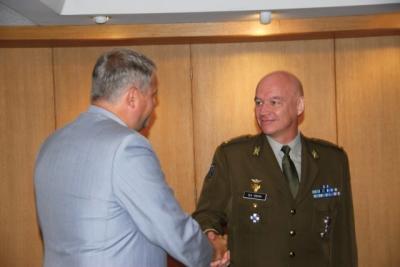 Kaitseministeeriumi tunnusmärk major Ülo Isbergile - pics/2009/08/24778_10_t.jpg