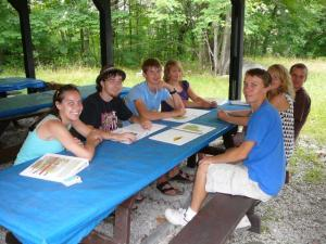 Rõõmsameelsed nooremad Metsaülikoolist osavõtjad. Foto: AR     - pics/2009/08/24941_1_t.jpg