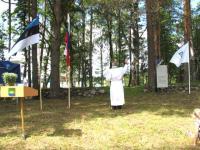 Foto: Õpetaja Enn Salveste pühitses Išutino eestlaste kalmistu. - pics/2009/08/24981_2_t.jpg