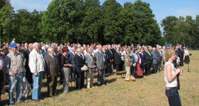 Foto: üritus Äksis algas lipu heiskamise ja hümni laulmisega. - pics/2009/08/25031_1_t.jpg