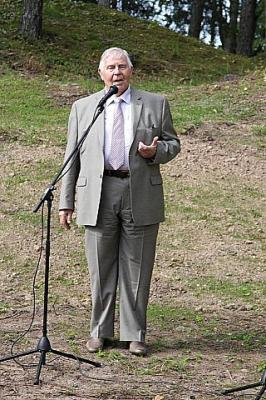 Johannes Pahapill avatseremoonial sõna võtmas      - pics/2009/09/25189_6_t.jpg