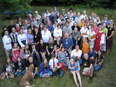 Kotkajärve Metsaülikooli pere pidueelses tujus 21. augustil 2009. Foto: Pearu Tamm   - pics/2009/09/25249_1_t.jpg
