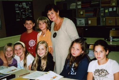 Täiendusalgkooli 5. klassis õpetab eesti keelt Erika Kessa. Foto: EE   - pics/2009/09/25263_4_t.jpg