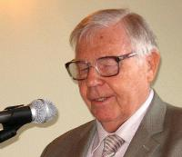 SÜT esimees Johannes Pahapill kõnelemas. Foto: E. Purje     - pics/2009/09/25340_1_t.jpg