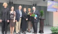 Vasakult:  Theodor Sink, Annegreet Leiten, Tunne Kelam, Tiina Sildre, Raili Sule, Jüri Kruus. Par. Ülal heliketast tutvustav plakat.     - pics/2009/09/25354_1_t.jpg